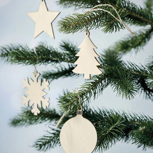 Kerstballen hout sfeerfoto