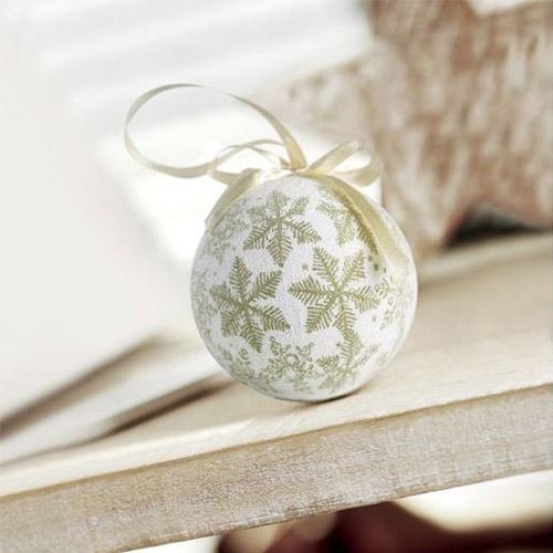 Kerstballen parelmoer goud sfeerfoto